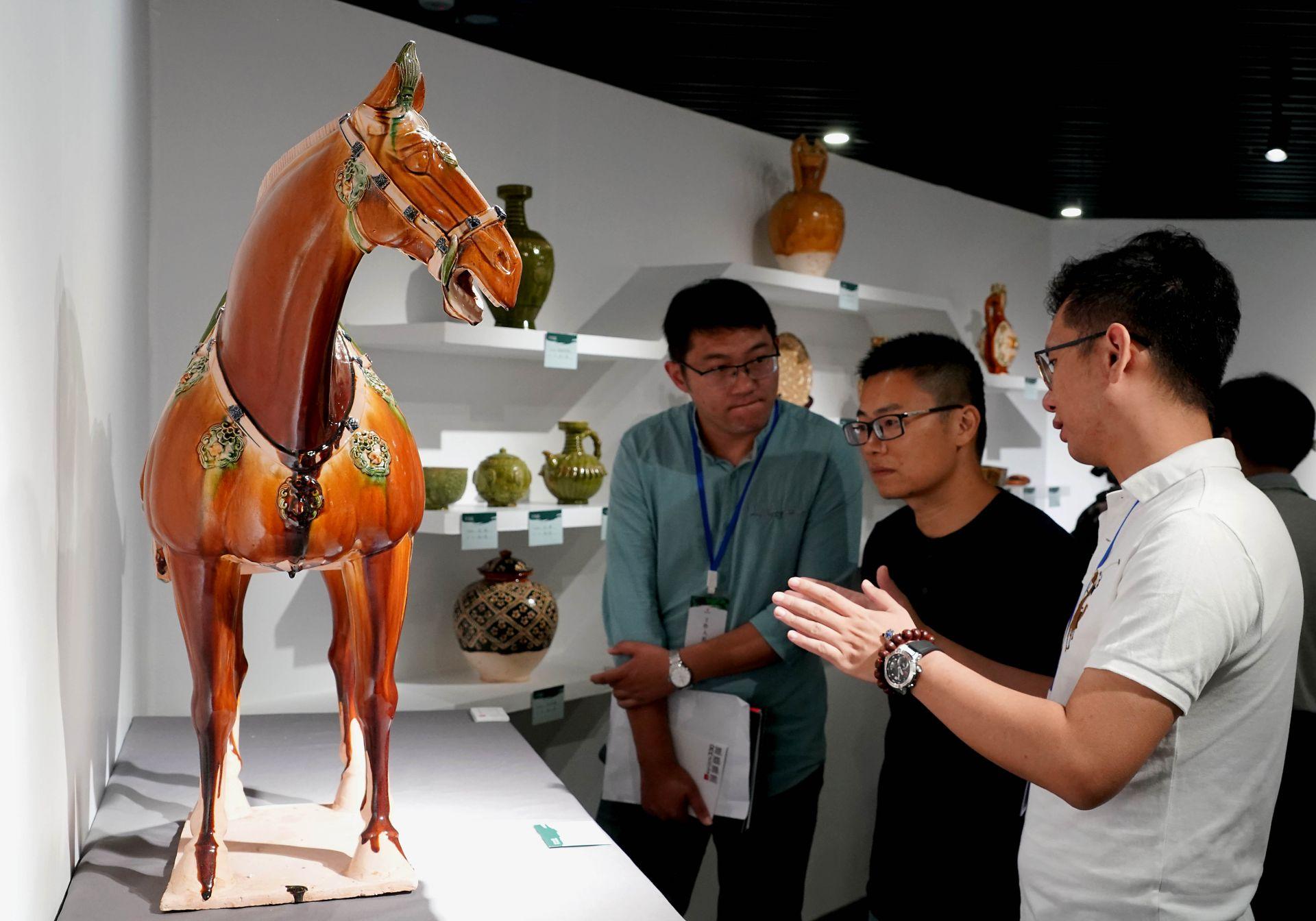 """""""洛阳三彩艺术作品巡展""""首展在河南博物院开展"""