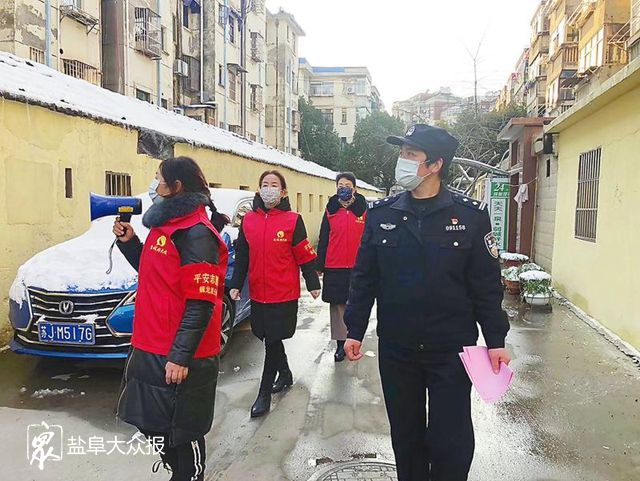 """警民一心战疫情 守护健康保平安 社区里那一抹暖心""""红霞"""""""