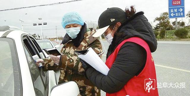 志愿者各展所长并肩抗疫 投身一线防控 送上贴心服务