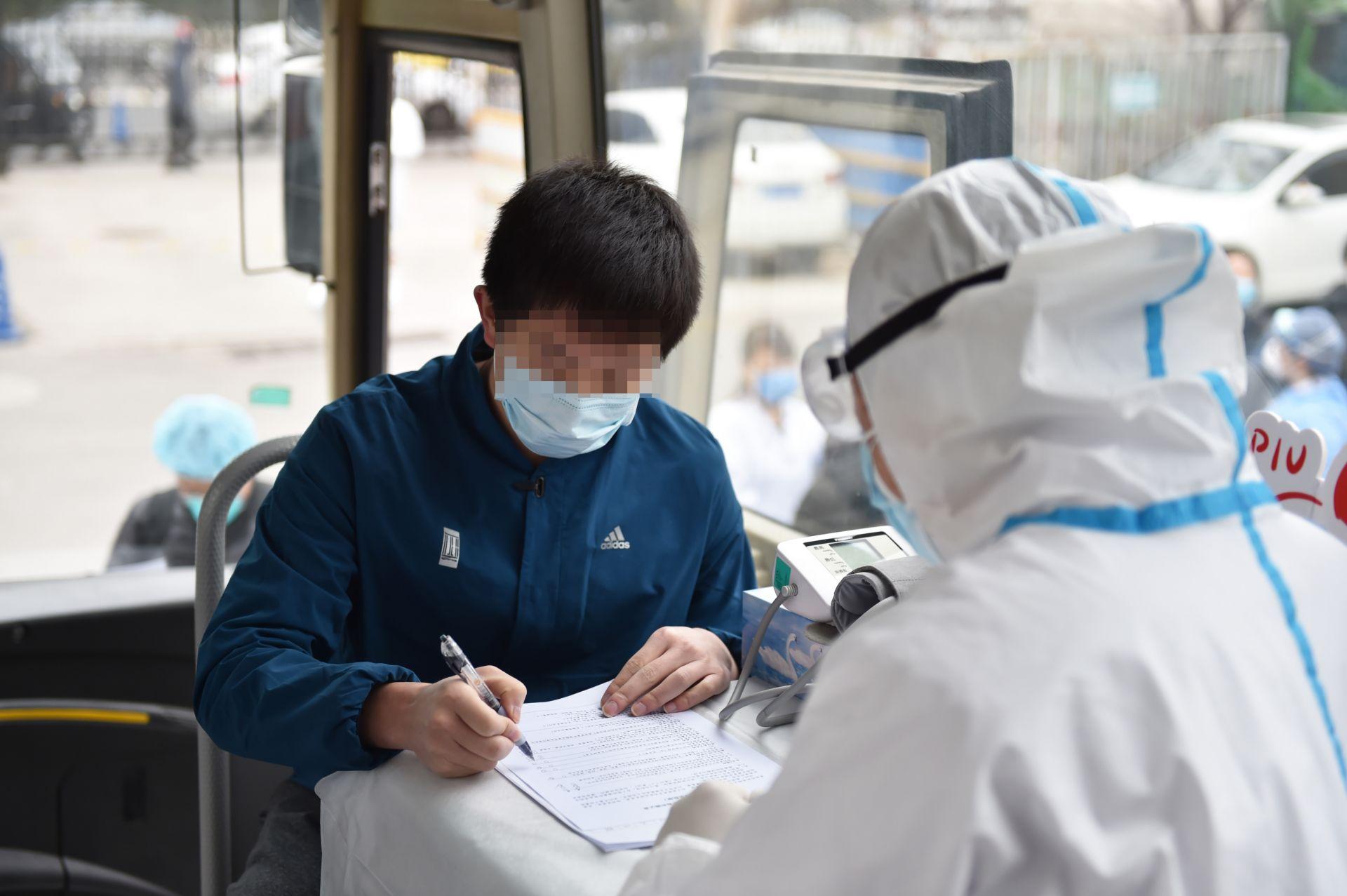 首位康复患者现场捐献血浆