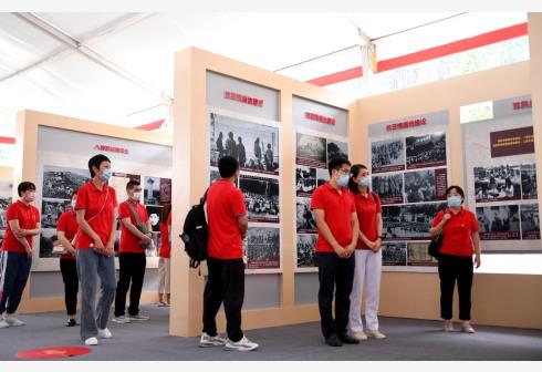 河北西柏坡:援鄂抗疫新党员重温入党誓词