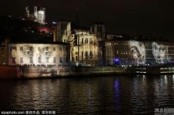 法国建筑物投射光影画 悼念恐袭遇难者