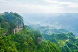挨着火炉重庆, 这却是一个避暑胜地, 天然大氧吧!