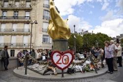 法国民众自发悼念黛安娜王妃