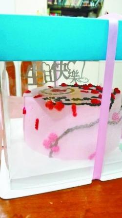 老人莫名收到生日蛋糕:邻居过生日快递送错了