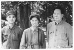 女摄影家侯波逝世,留下开国大典、毛泽东畅游长江等经典瞬间