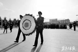 best365各界人士悼念南京大屠杀遇难同胞