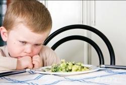 带孩子在外吃,八项注意 告知油盐减半 自带餐盘碗筷 多点清淡菜品