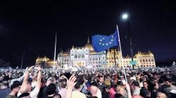 匈牙利10萬民眾在首都街頭抗議游行 反對總理連任