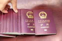 滨海县行政审批局 办理首份异地公民护照