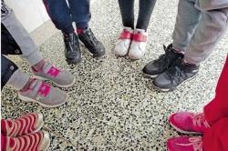 """小学女生身高1米4穿38码鞋,调查发现""""大脚娃""""很普遍"""