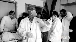 醫療專家在市一院救治傷員