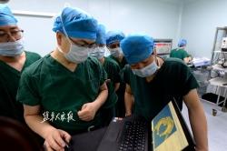 骨科專家為傷員手術