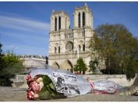 為巴黎圣母院祈福
