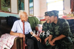 武警战士联合驻地志愿者 探望慰问老兵十多年不中断