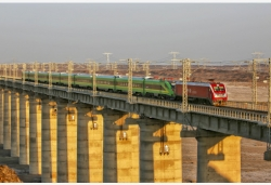 """新疆铁路首列""""复兴号""""列车将于近日正式投入运营"""