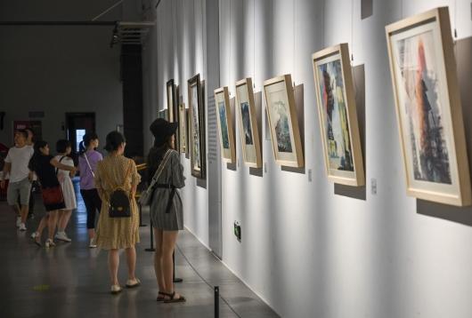 重庆:美术馆里的艺术周末