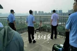 炎炎夏日,民警耐心規勸兩個半小時,成功救下欲跳樓女子