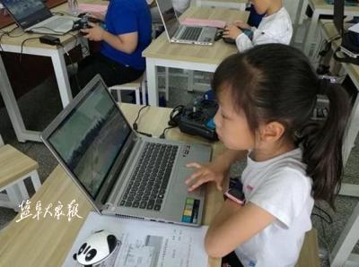 暑假期間市區學生無人機學習忙
