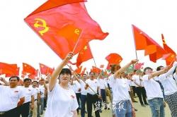 重温入党誓词 千名师生同唱一首歌庆祝党的生日