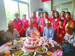 您的生日我们陪您度过 志愿者为8名敬老院老人庆生