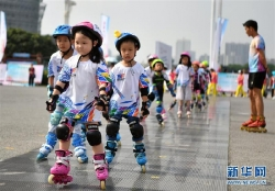 """新华网评:""""全民总动员""""打造健康中国"""