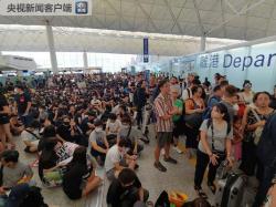 非法集会致香港机场瘫痪 今18点后航班全面取消 超80万人生计受影响