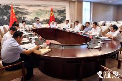 江苏省委常委会召开对照党章党规找差距专题会议