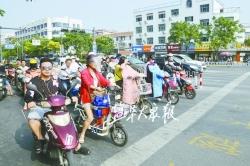 警方發布文明交通安全出行提醒—— 非機動車橫穿馬路須推行