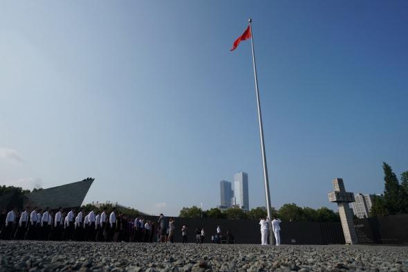 侵華日軍南京大屠殺遇難同胞紀念館舉行儀式紀念日本宣布無條件投降74周年