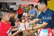 黨員志愿者進社區 關愛未成年人暑期生活
