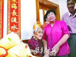刘老太太喜过百岁生日 众儿女悉心照料,一天三顿吃得香