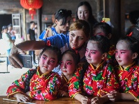 体验中国文化 迎接中秋佳节