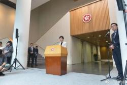 被扯下面罩的黑衣人疑是香港公务员 林郑月娥回应