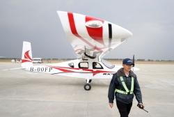 國內首架四座電動飛機首飛成功