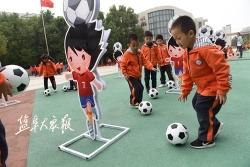 全国足球特色幼儿园啥模样?记者实地探访六一幼儿园:足球融入孩子生活
