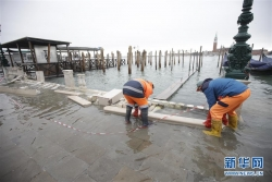 遭遇50年一遇洪灾 威尼斯进入紧急状态