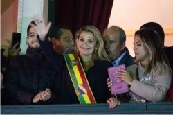 阿涅斯宣布就任玻利维亚临时总统