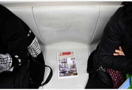 """天津:地铁里的""""图书漂流"""""""