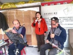 不向命運屈服,用歌聲傳遞溫暖—— 盲人女歌手演繹勵志人生