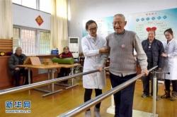 2.49亿老年人,4000万失能半失能老年人,谁来护理