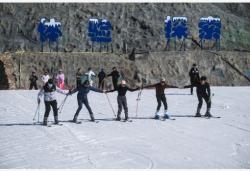 """杭州高山滑雪场开启冬季""""滑雪季"""""""