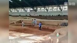 网友拍到兵马俑俑坑内被浇水 工作人员:能防尘