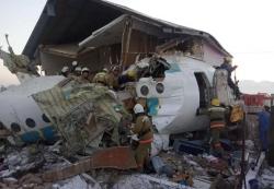 """""""我们第一个逃出机舱""""——中国女乘客讲述哈萨克斯坦客机失事生死瞬间"""