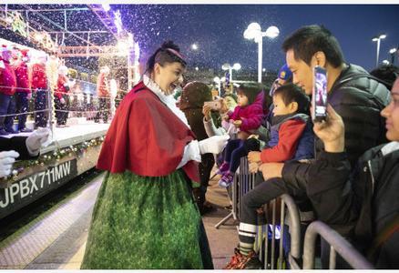 """旧金山湾区迎来""""圣诞列车"""""""