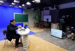 """上海:中小学在线教育3月开课 千余位优秀老师加紧""""录课"""""""
