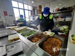 """盐城亭湖:关爱一线疫情防控工作人员 """"健康餐吧""""日供免费""""爱心午餐"""""""