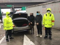 上海警方查获首起躲后备箱入沪事件 两人被强制隔离