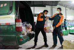 新疆:邮政配送 疫情期间保供应