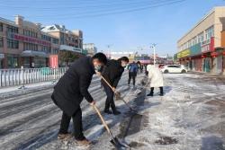 响水县陈家港镇机关干部职工街头扫雪